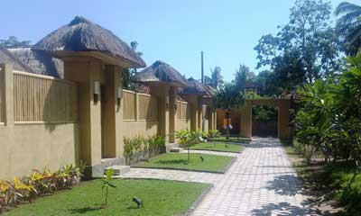 deluxe_bamboo_bungalows_entrance