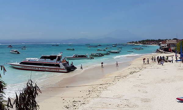 turquoise waters surrounding Nusa Lembongan
